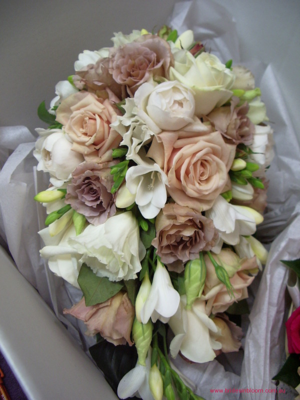 BG120 Teardrop bouquet with Sahara roses latte Julia roses