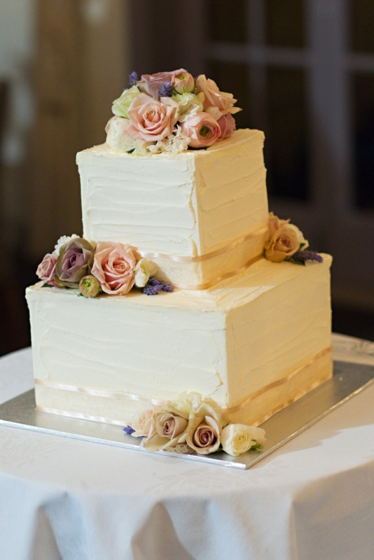 bcg93 medium 2 tier cube wedding cake iced in a textured buttercream icing decorated with fresh. Black Bedroom Furniture Sets. Home Design Ideas